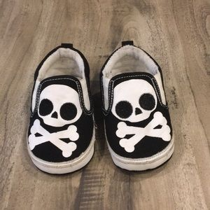 Other - 🌲SKULL SHOES🌲9-12 Mos